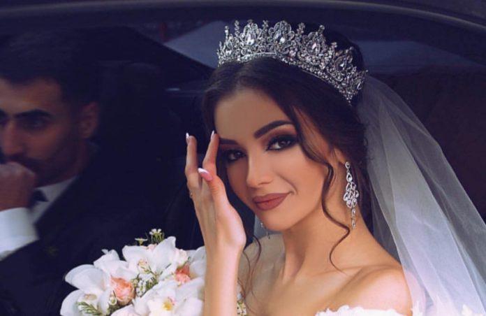 84275c460a406 من أكثر ما تهتم به العروس خلال التحضيرات لحفل زفافها، إطلالتها، ومنها  المكياج إذ أنها تريد أن يكون جمالها لافتًا ومميزًا. لذلك، هي تبحث عن آخر  صيحات مكياج ...