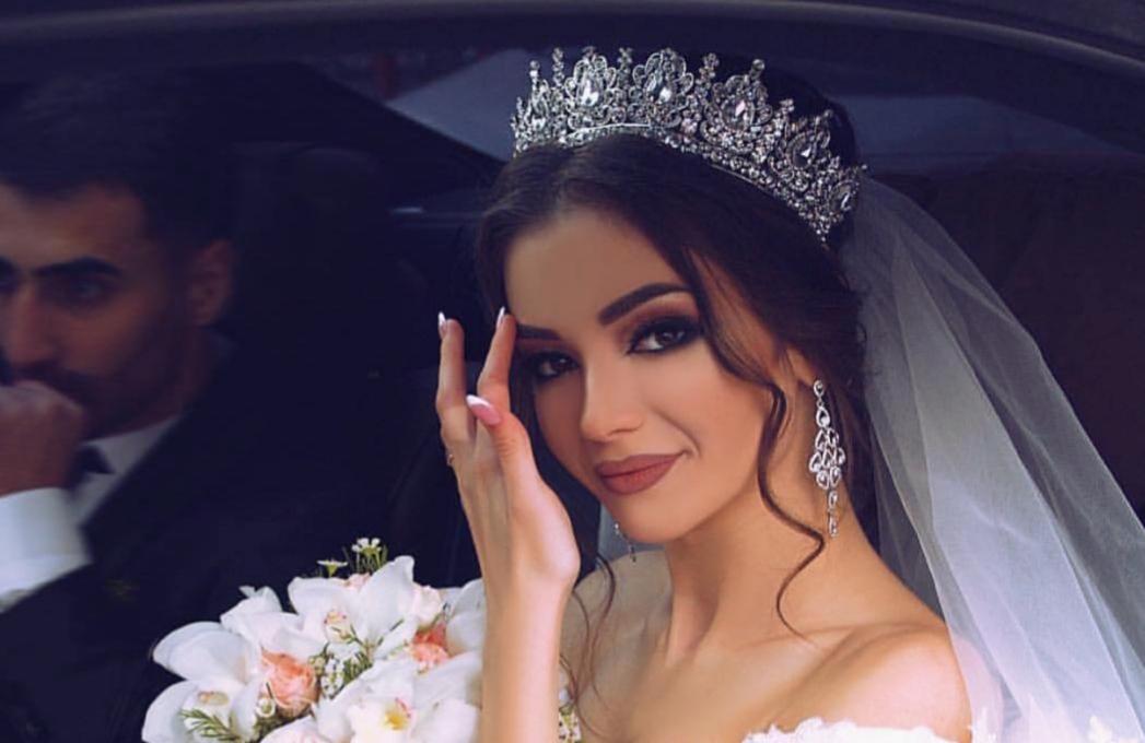 014b3940ef335 من أكثر ما تهتم به العروس خلال التحضيرات لحفل زفافها، إطلالتها، ومنها  المكياج إذ أنها تريد أن يكون جمالها لافتًا ومميزًا. لذلك، هي تبحث عن آخر  صيحات مكياج ...